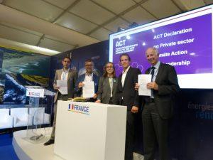 Le Député Bertrand Pancher aux cotés de ademe, Ecofys, AssBilanCarbone, LRQA & Golden pour la signature de la declaration ACT